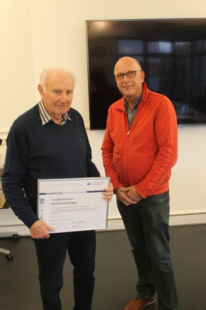 Tischlermeister Bernd Groenhagen für 50-jähriges Meisterjubliäum geehrt.